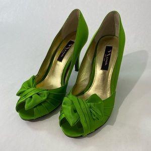 Nina New York Green Satin Heels with bow size 7.5